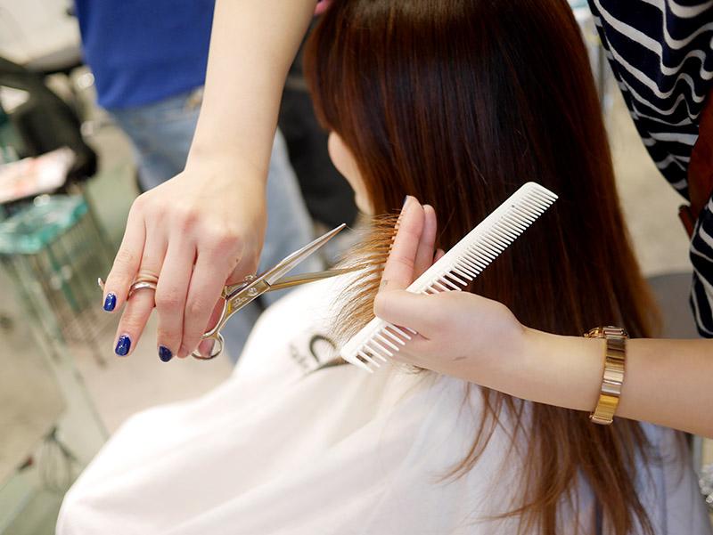 日本人美容師